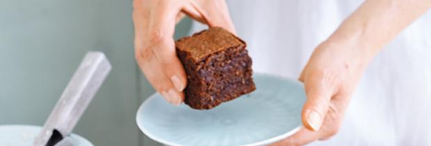 Glutenfrei Backen: Schokoladenkuchen mit Bananen und Nüssen