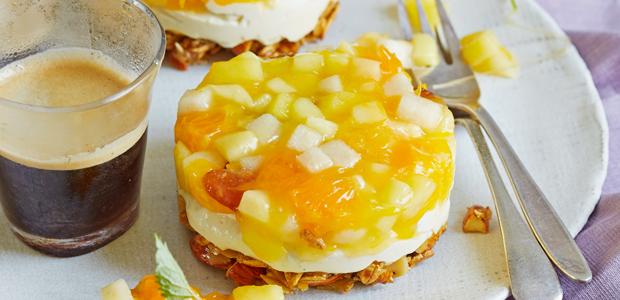 Käsekuchen-Törtchen mit gelber Grütze