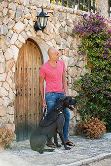 Schritt 3: Hund an die Leine gewöhnen