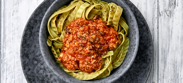 Low Carb-Abendessen aus dem Thermomix: Bolognese mit Edamame-Nudeln
