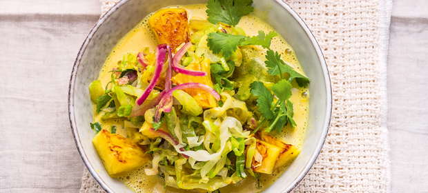 Basisch kochen: Spitzkohlwok mit Ananas