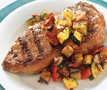 Grillrezept Strip-Steaks mit provenzalischem Sommergemüse