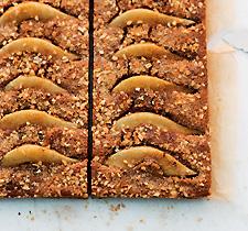 Haselnuss Birnen Brownies - Backrezept von Johann Lafer