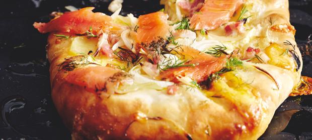Cheat Day-Rezept: Cheesy-Crust-Pizza mit Lachs