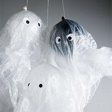 Geister in Plastikfolie