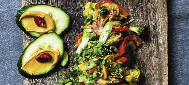 Soba-Nudeln mit Erdnusssauce