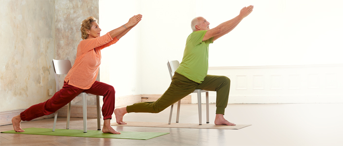 yoga 50 plus so halten sich best ager fit gu. Black Bedroom Furniture Sets. Home Design Ideas