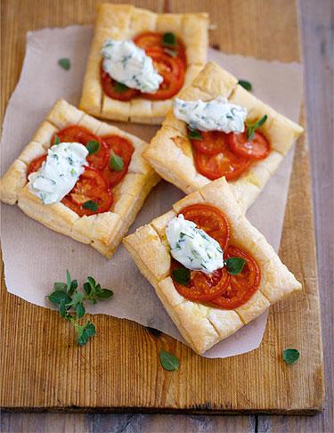 Tomatenschnitten mit Rucolacreme