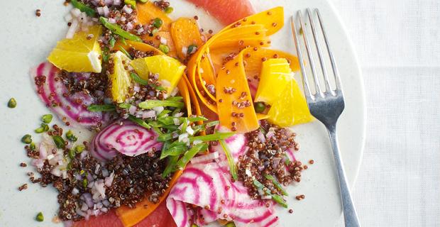 Quinoa-Salat mit Zuckerschoten und Zitrusfrüchten