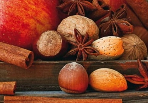 Adventszeit: Nüsse, Apfel, Zimt