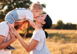 Junges Pärchen mit Kind