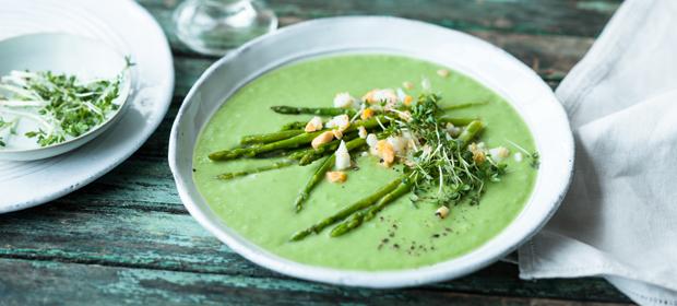 Spargel-Rezept: Avocado-Erbsen-Suppe mit Wildspargel