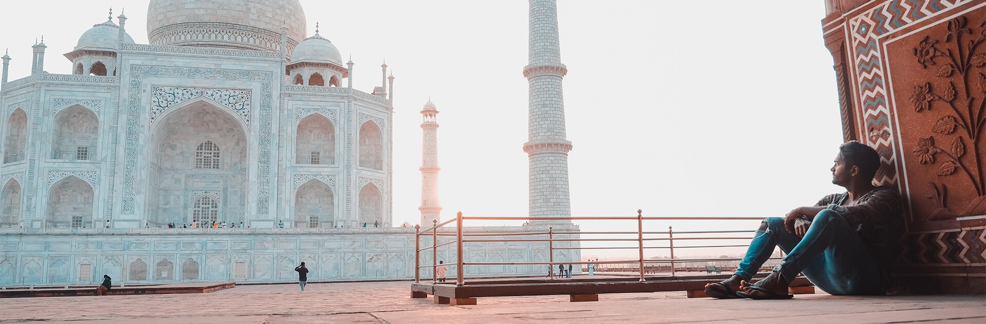 Biyon vor Taj Mahal