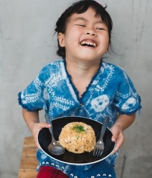 Junge mit Reis