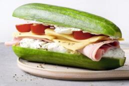 Gurken-Sandwich mit Kaese Schinken
