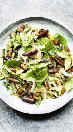 Spinatsalat mit Datteln und Avocado
