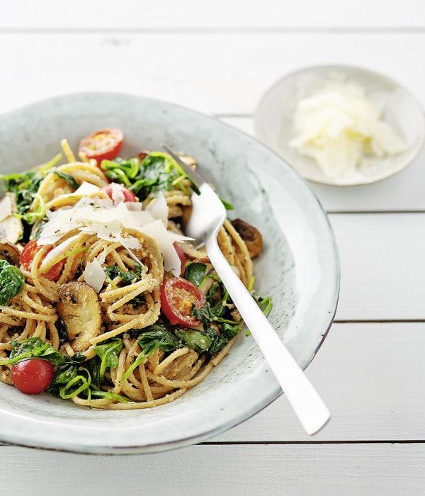 Spinat-Champignon-Spaghetti mit Walnusspesto