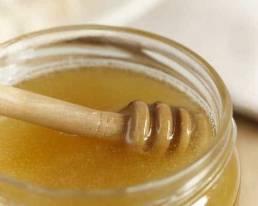 Honig an Loeffel