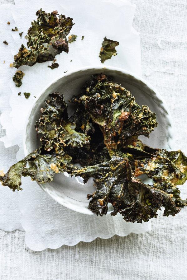 Kale-Chips: trendy Health-Food aus regionalem Grünkohl.