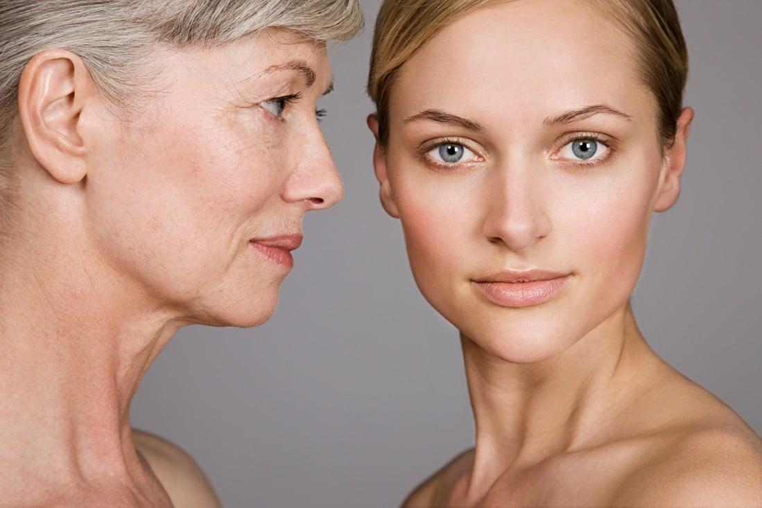 Gegenüberstellung einer älteren und einer jungen Frau
