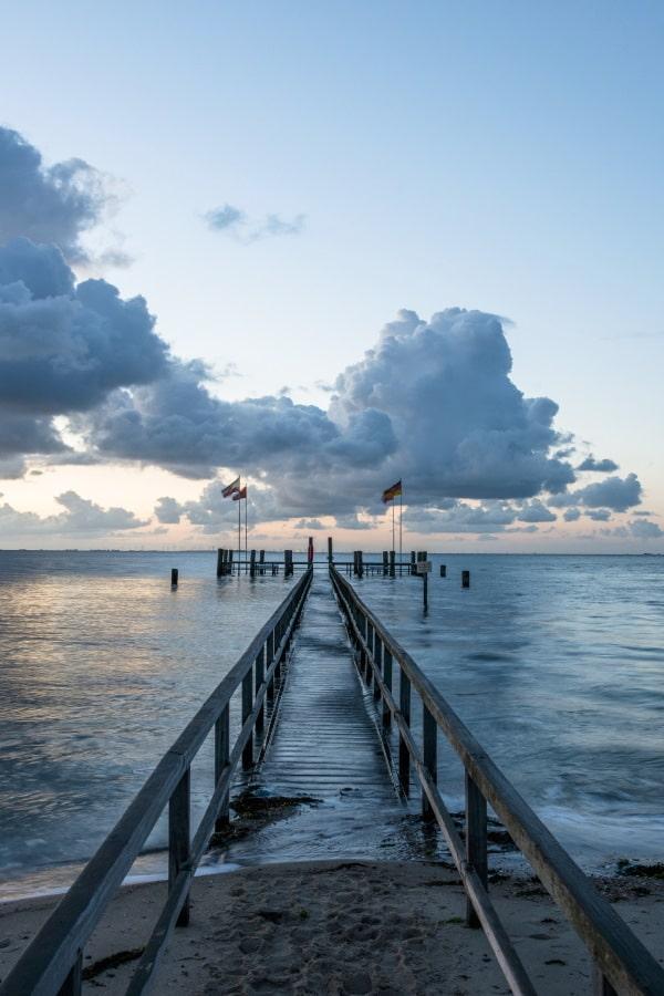 Sonnenaufgang über dem Pier