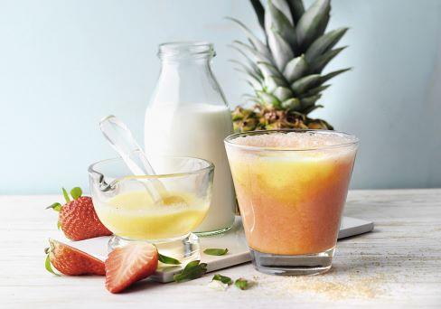 Familienkueche_Erdbeer-Ananas-Smoothie